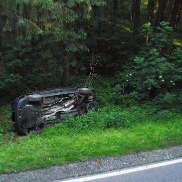 Verkehrsunfall – PKW überschlägt sich mehrmals