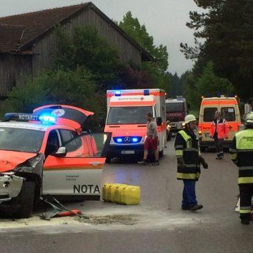 Verkehrsunfall mit Notarztwagen in Kastenseeon