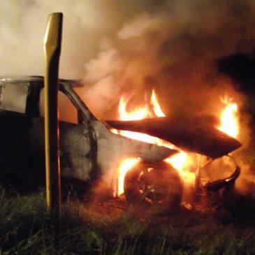 Brand eines parkenden PKWs